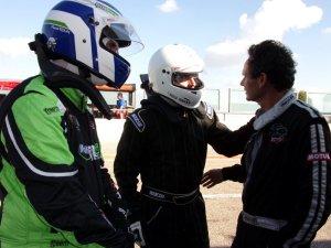 Jean François CHETAIL (à droite) en discussion avec ses équipiers (Photo : FC)