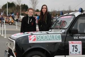 4L Trophy 2015 - Justine et Anne Sophie avant le départ - Biarritz