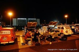 4L Trophy - Les concurrents s'installent pour la nuit - Rabat