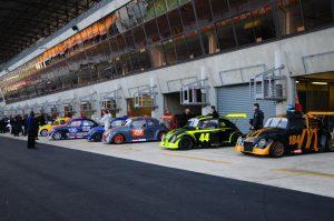 La ligne des stands aux 8 heures du Mans 2014