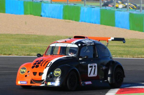 La 71 sur le circuit de Magny Cours en 2015
