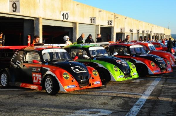 Les voitures du team Zosh prêtes à en découdre sur le circuit gersois de Nogaro